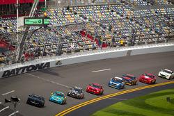 Restart: #01 CKS Autosport Camaro GS.R: Lawson Aschenbach, Eric Curran leads the field