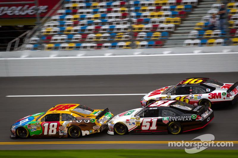 Kyle Busch, Joe Gibbs Racing Toyota, Kurt Busch, Phoenix Racing Chevrolet, Greg Biffle, Roush Fenway Racing Ford