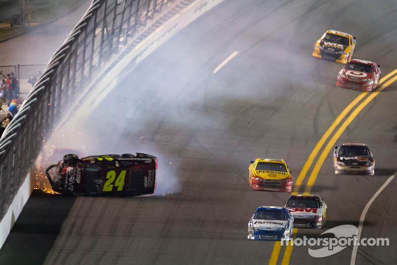 Crash: Jeff Gordon, Hendrick Motorsports Chevrolet koprol