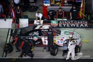 Pit stop for Kurt Busch, Phoenix Racing Chevrolet