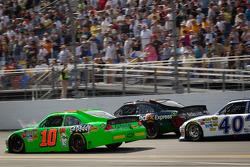 Danica Patrick, Stewart-Haas Racing Chevrolet, Denny Hamlin, Joe Gibbs Racing Toyota,Michael Waltrip, Michael Waltrip Racing Toyota