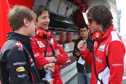 Sebastian Vettel, Red Bull Racing, con Massimo Rivola, director deportivo de Ferrari