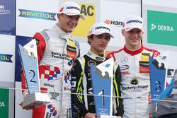 Подіум: переможець Ландо Норріс, Carlin, Dallara F317 - Volkswagen, друге місце Джейк Денніс, Carlin, Dallara F317 - Volkswagen; третє місце Максіміліан Гюнтер, Prema Powerteam, Dallara F317 - Mercedes-Benz