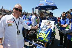 Кевин Шванц, пожелание скорейшей поправки гонщику Team Suzuki MotoGP Алексу Ринсу