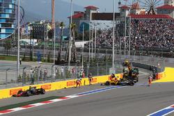 سيارة رومان غروجان، هاس وجوليون بالمر، رينو بعد الحادث
