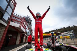Ganador de la carrera Alfonso Celis Jr., Fortec Motorsports