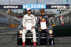 Michael Schumacher, Mercedes GP y Sebastian Vettel, Red Bull Racing