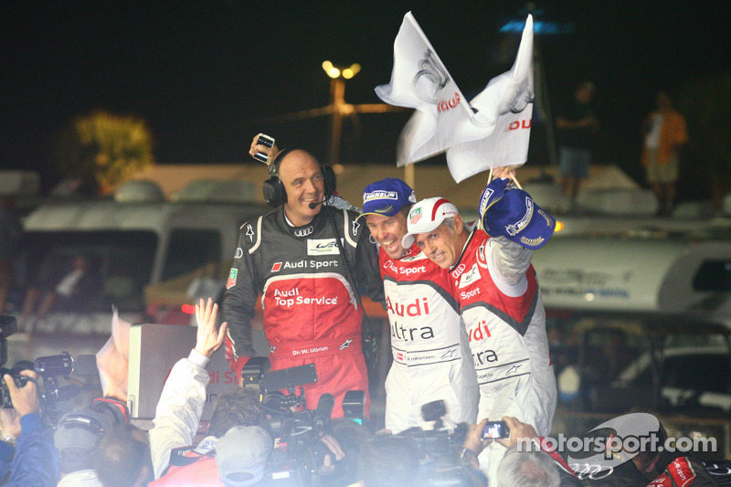 Race winners Tom Kristensen and Rinaldo Capello with Dr. Wolfgang Ullrich, Head of Audi Motorsport