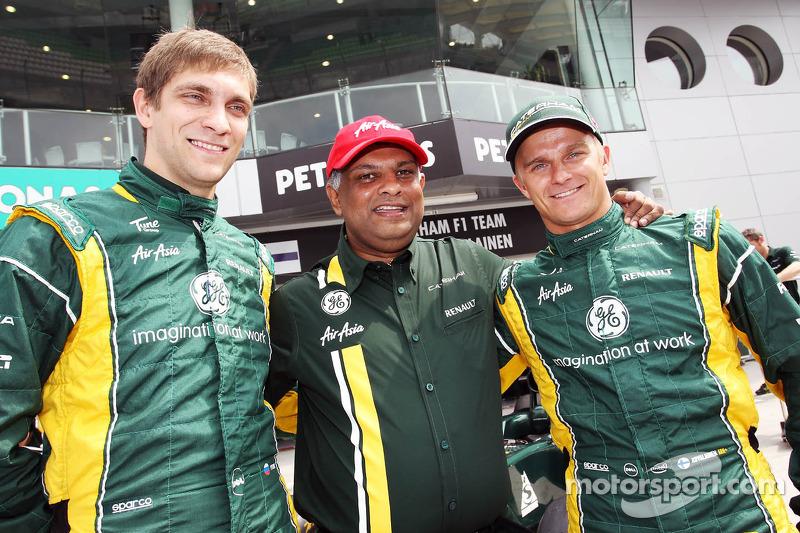 Vitaly Petrov, Caterham with Tony Fernandes, Caterham Team Principal and Heikki Kovalainen, Caterham
