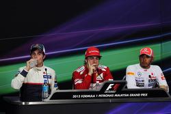 Sergio Perez, Sauber with Fernando Alonso, Ferrari and Lewis Hamilton, McLaren in the FIA Press Conference