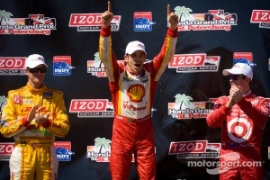 Podium: race winner Helio Castroneves, Team Penske Chevrolet, second place Scott Dixon, Target Chip Ganassi Racing Honda, third place Ryan Hunter-Reay, Andretti Autosport Chevrolet