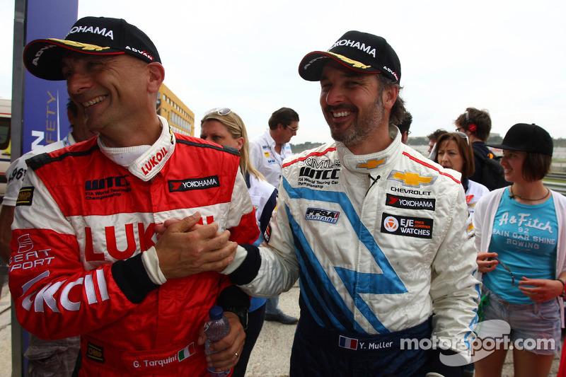 Gabriele Tarquini, SEAT Leon WTCC, Lukoil Racing Team 2de, Yvan Muller, Chevrolet Cruze 1.6T, Chevrolet poleositie