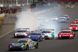 GT500 start: #38 Lexus Team Zent Cerumo Lexus SC430: Yuji Tachikawa, Kohei Hirate leads the field