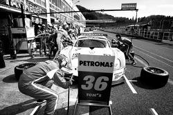 Pit stop for #36 Lexus Team Petronas Tom's Lexus SC430: Kazuki Nakajima, Loic Duval
