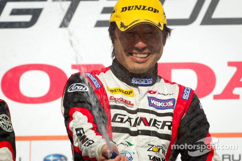 GT300 podium: winnaar in klasse Tetsuya Tanaka
