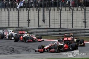 Jenson Button, McLaren leads Kimi Raikkonen, Lotus