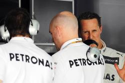 Michael Schumacher, Mercedes AMG F1, and Jock Clear, Mercedes AMG F1 (Centre)