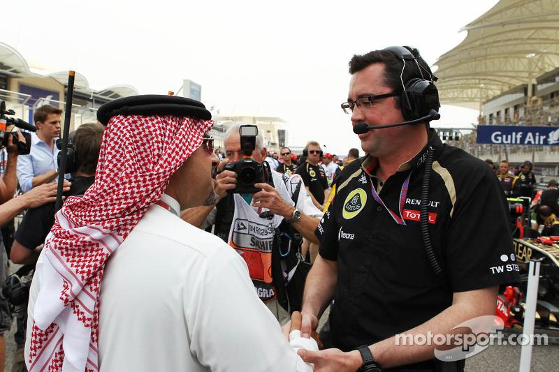 Zayed Rashed Al Zayani, Chairman of Bharain International Circuit, with Eric Boullier, Lotus F1 Team Principal on the grid