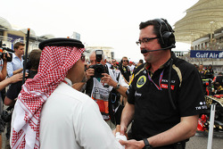 Zayed Rashed Al Zayani, Chairman of Bharain International Circuit, with Eric Boullier, Lotus F1 Team Principal on the grid