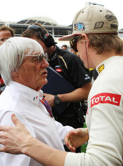 Bernie Ecclestone, CEO Formula One Group, with Kimi Raikkonen, Lotus F1 Team on the grid