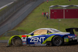 #38 Lexus Team Zent Cerumo Lexus SC430: Yuji Tachikawa, Kohei Hirate goes off the track