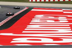 Sergio Perez, Sauber leads Paul di Resta, Sahara Force India