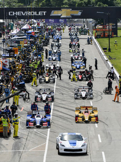 Chevy Corvette pace car, Ryan Hunter-Reay, Andretti Autosport Honda, Takuma Sato, Andretti Autosport Honda pre-race grid