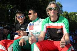 Гонщики Spirit of Race Данкан Кэмерон, Аарон Скотт и Марко Чьочи
