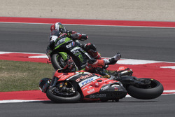 Chaz Davies, Ducati Team, Jonathan Rea, Kawasaki Racing, crash