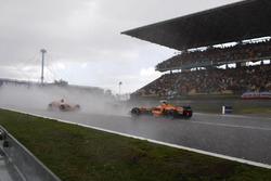 Adrian Sutil, Spyker F8-VII Ferrari, spins directly in the path of his team mate Markus Winkelhock, Spyker F8-VII Ferrari