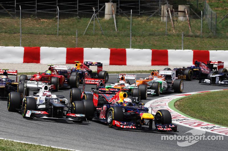 Sebastian Vettel, Red Bull Racing en Kamui Kobayashi, Sauber bij de start
