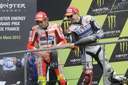 Podium : le vainqueur Jorge Lorenzo, Yamaha Factory Racing, le deuxième Valentino Rossi, Ducati Marlboro Team