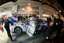 Pit stop for #39 Dörr Motorsport Porsche 911 GT3 Cup: Christian Gebhardt, Markus Grossmann, Timo Kluck