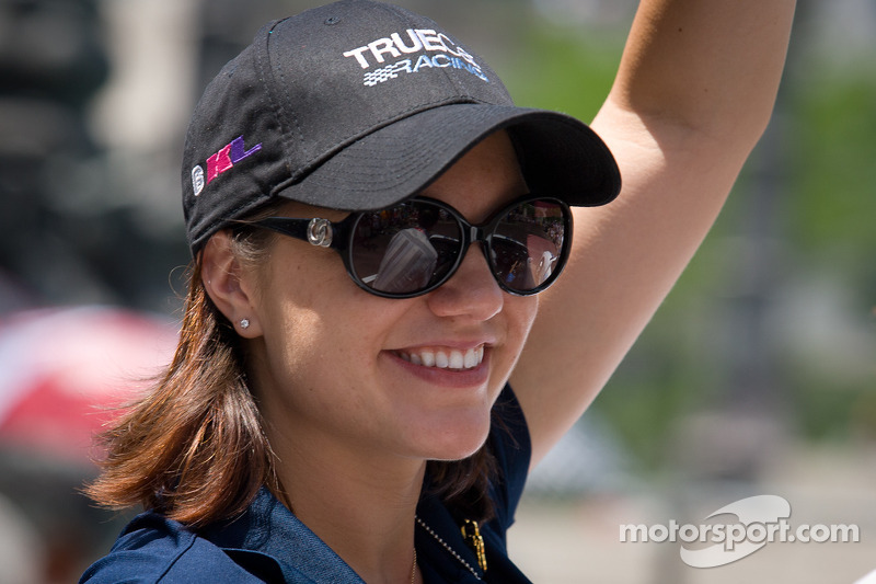 Indy 500 festival parade: Katherine Legge, Dragon Racing Chevrolet