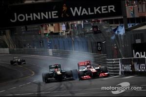 Heikki Kovalainen, Caterham F1 Team and Jenson Button, McLaren Mercedes crash at turn 1