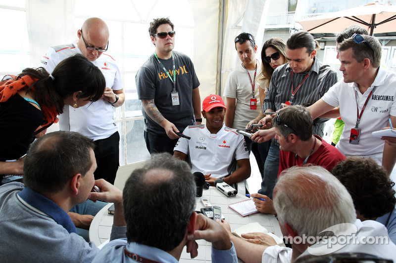 Lewis Hamilton, McLaren Mercedes met de media