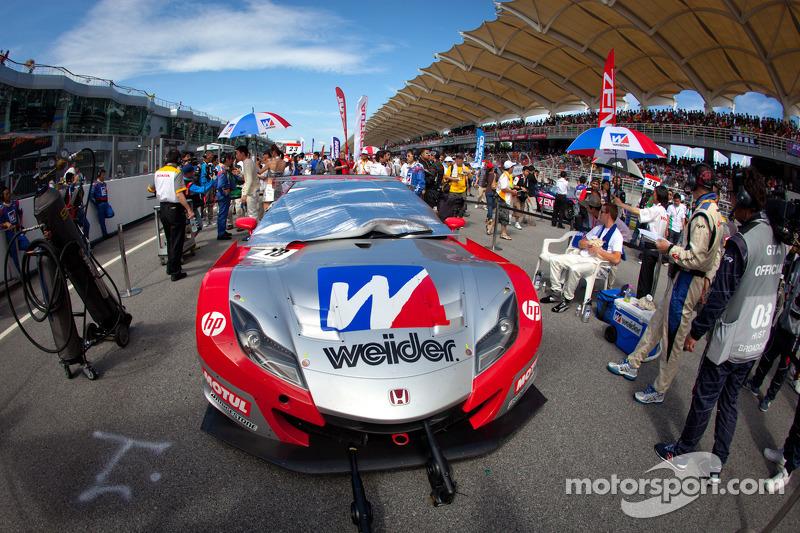 Pole winning car of #18 Weider Honda Racing Honda HSV-010 GT: Takashi Kogure, Carlo Van Dam