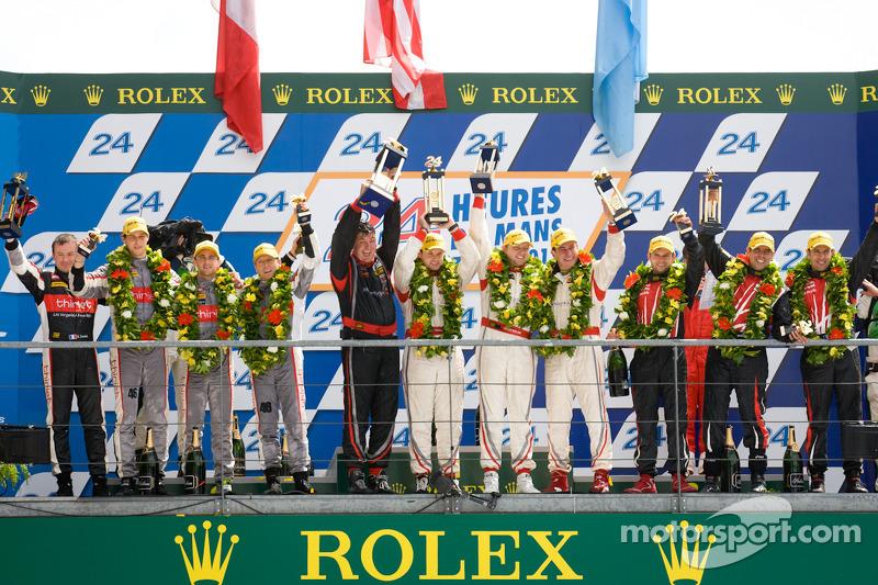 LMP2 podium: winnaars in klasse Enzo Potolicchio, Ryan Dalziel, Tom Kimber-Smith, 2de Pierre Thiriet