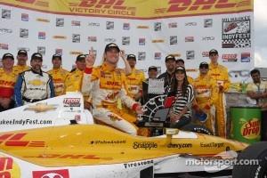 Winners circle: Ryan Hunter-Reay, Andretti Autosport Chevrolet