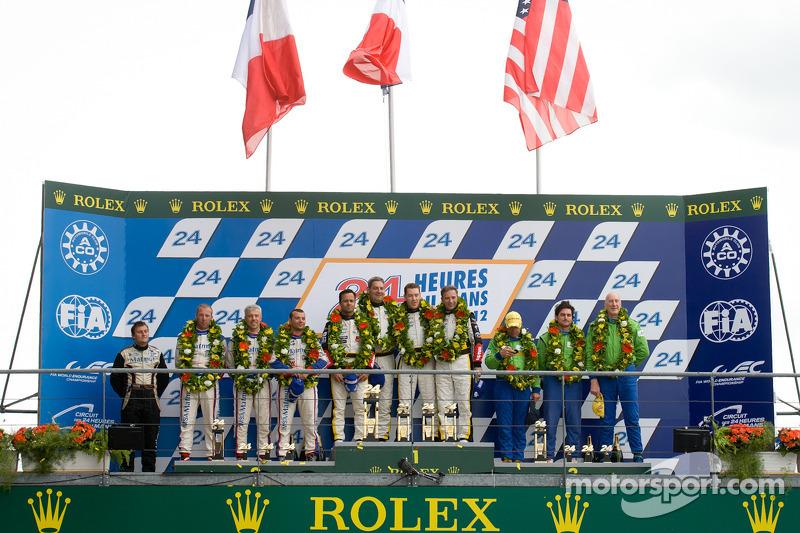 LMGTE Am podium: winnaars in klasse Patrick Bornhauser, Julien Canal, Pedro Lamy, 2de Anthony Pons, Raymond Narac, Nicolas Armindo, 3de Tracy Krohn, Nic Jonsson, Michele Rugolo