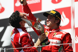 Race winner Fernando Alonso, Ferrari celebrates on the podium with Andrea Stella, Ferrari Race Engineer
