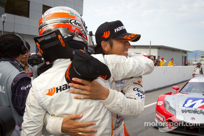 GT300 winnaars Tomonobu Fujii en Masami Kageyama