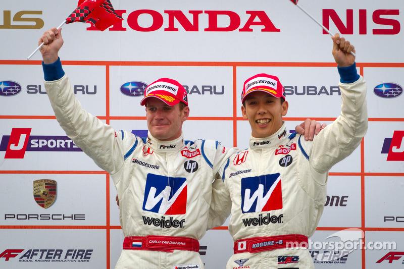 GT500 podium: winnaars Carlo Van Dam en Takashi Kogure
