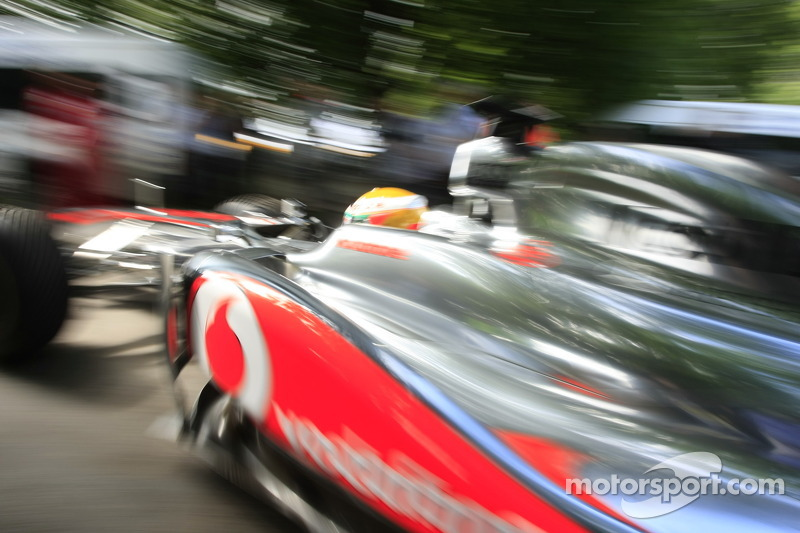 Lewis Hamilton in zijn McLaren