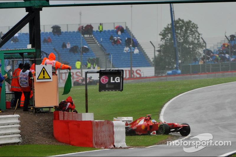 Fernando Alonso, Ferrari crashes aan het einde van de tweede oefensessie