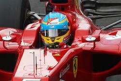 Fernando Alonso, Ferrari, mit einem Aufkleber für Maria de Villota, Marussia F1 Team