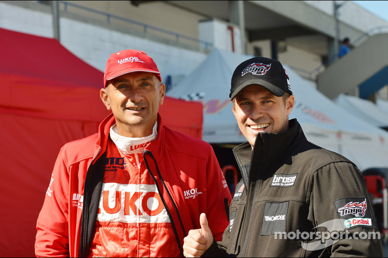 Gabriele Tarquini, SEAT Leon WTCC, Lukoil Racing Team en Tiago Monteiro, SEAT Leon WTCC, Tuenti Raci