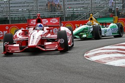 Dario Franchitti, Target Chip Ganassi Racing Honda and Simona de Silvestro, HVM Racing Lotus