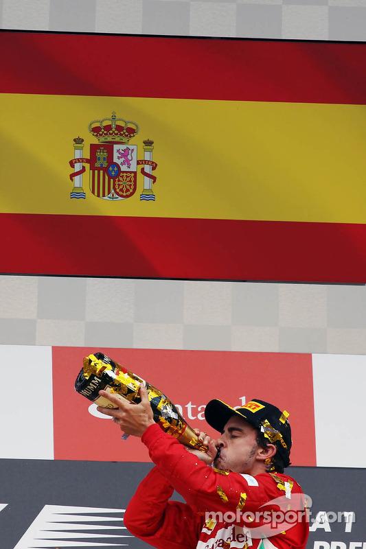 Vencedor Fernando Alonso, Ferrari celebra no pódio
