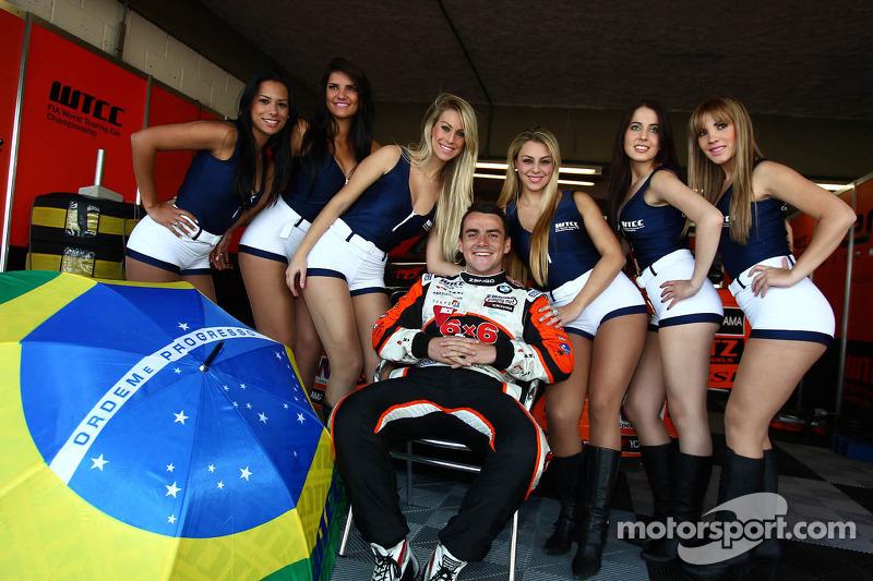 Gridgirls van Norbert Michelisz, BMW 320 TC, Zengo Motorsport
